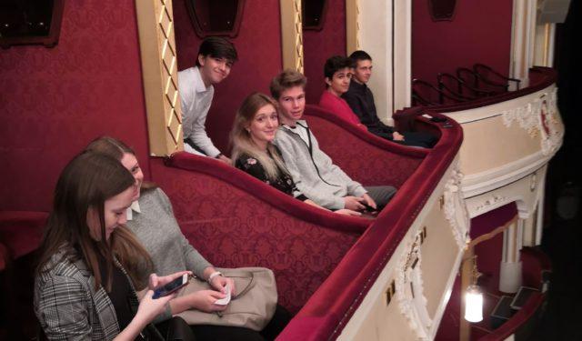 Studenti gymnázia navštívili Výchočeské divadlo Pardubice