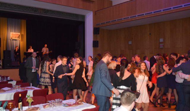 Ples absolventů odložen