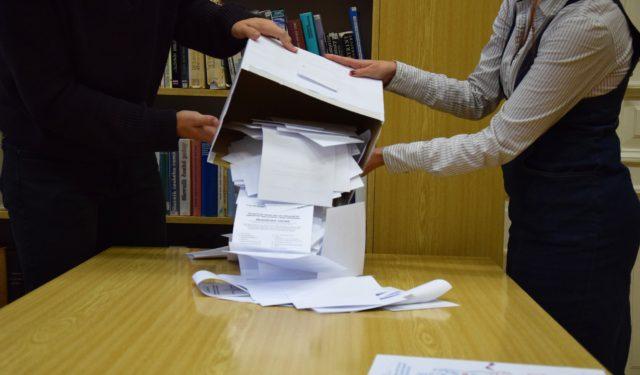 Dvorští gymnazisté nastoupili k volebním urnám